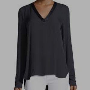 ST. JOHN V-neck Long Sleeves Black Blouse size medij.